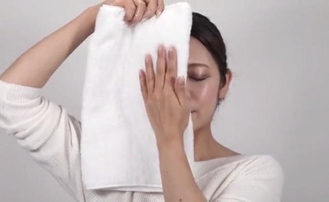 ルミラストを塗ったがわにタオルをおしつけてみます